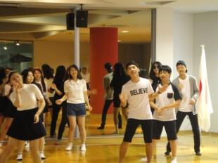 韓国の高校生の皆さんによるダンス