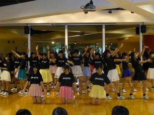本校、ダンス同好会によるダンス