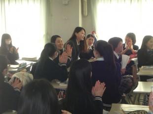 授業に参加。青年団のみなさん英語もペラペラです!